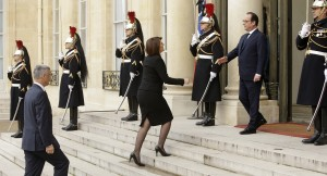 French President Francois Hollande welcomes Kosovo's President Atifete Jahjaga, center, and Kosovo's Foreign Minister Hashim Thaci, left, at the Elysee Palace, Paris, Sunday, Jan. 11, 2015 to honor the 17 victims of three days of bloodshed in Paris that left France on alert for more violence. | Photo: AP/ Beta.