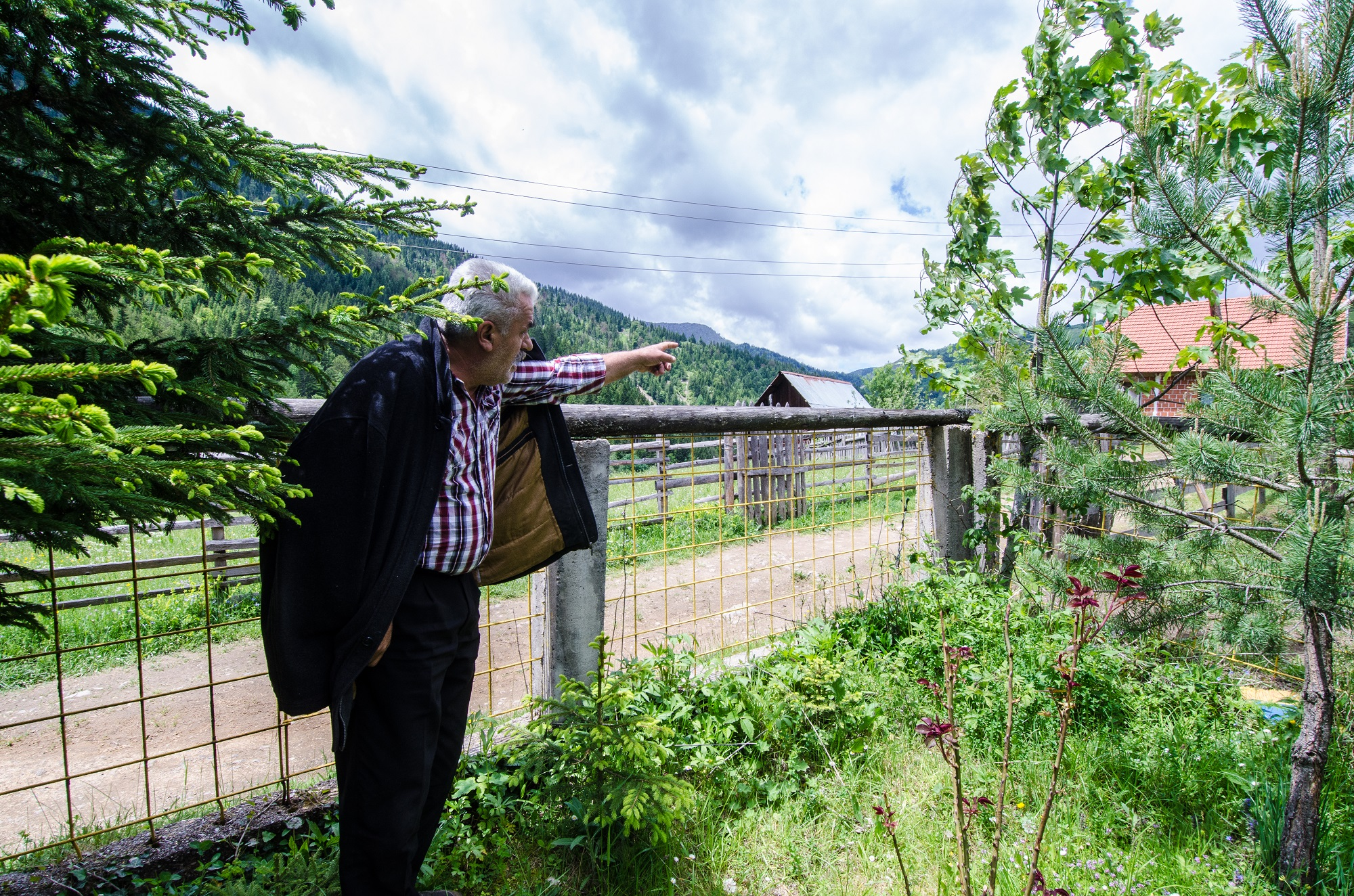 Ali Hajdaraj, a Rugova highlander from Haxhaj village, points towards where the new border will be with Montenegro. Photo: Valerie Plesch.
