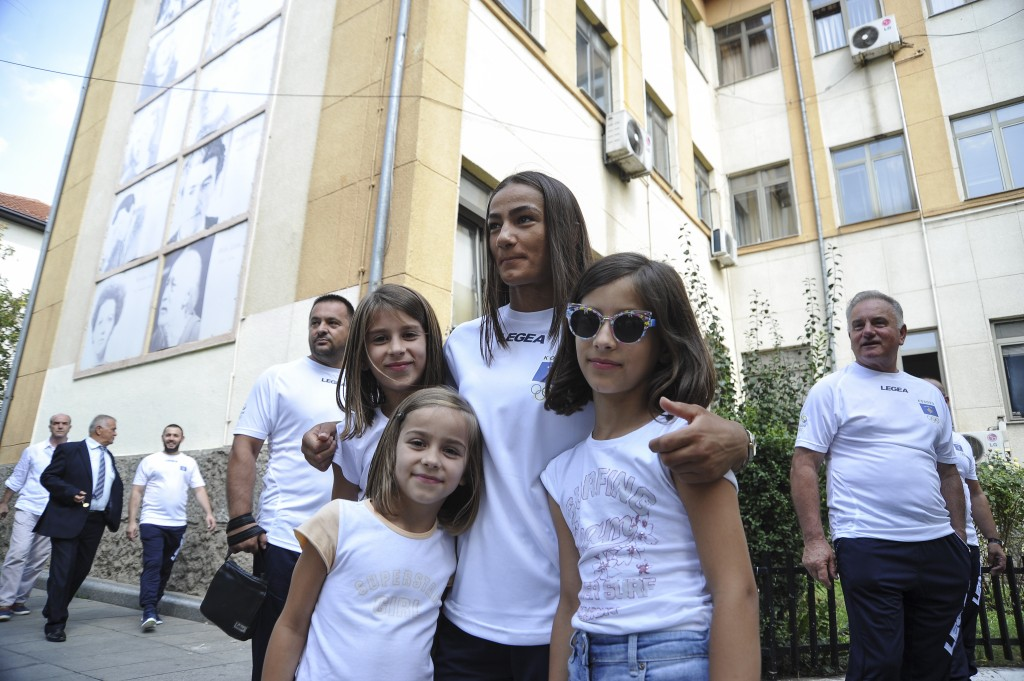 Majlinda Kelmendi, judo world champion and a favorite for the gold medal in Rio 2016 stops to take pictures with fans in Prishtina. Photo: Atdhe Mulla.