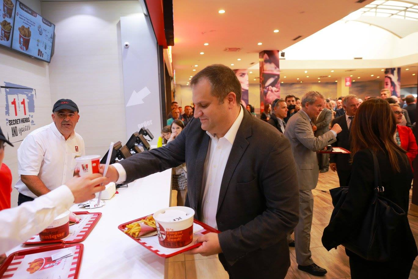 history of kfc the restaurant commerce essay View essay - mcdonald's and mcdonald's and kfc recipes for success in china from business 2015 at telkom institute of the 1,000th kfc restaurant was opened in.