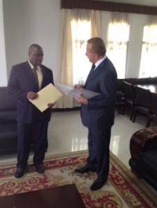 Deputy PM Behgjet Pacolli receiving the note verbale from Burundi's Foreign Minister Laurent Kavaku. | Photo: Facebook.