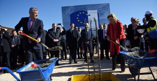 Kosovo President Thaci and Head of th eEU Office in Kosovo Apostolova at Merdare.   Photo: BIRN.
